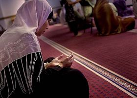muslim_woman_mosque